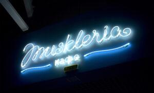 Световая вывеска для ресторана Мушкления