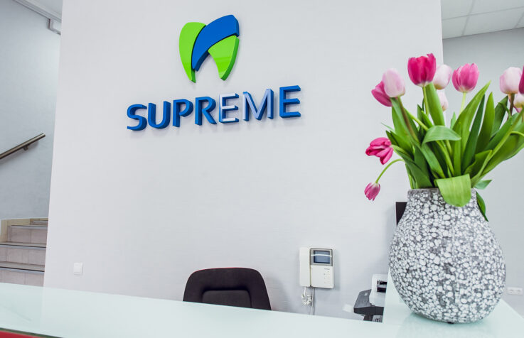 Інтер'єрний логотип для стоматологічної клініки